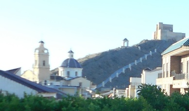 Foto recortada Iglesia y castillo de Cox